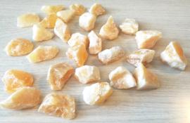 Oranje Calciet ruwe steen
