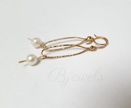 Handgemaakte oorbellen goud met parel