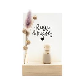 Cadeaudoosje houten poppetje 'Hugs & kisses'