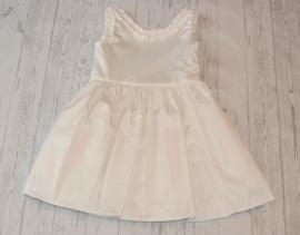 Prachtige jurk met petticoat en open rug
