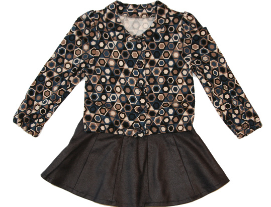 Kunstleren rokje en vrolijke blouse