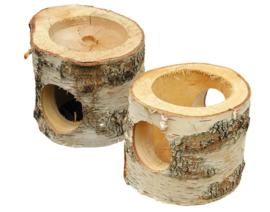 Berken boomstamhuisje met voerplaats