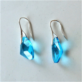 Oostenrijks kristal in blauw aan verzilverde haken