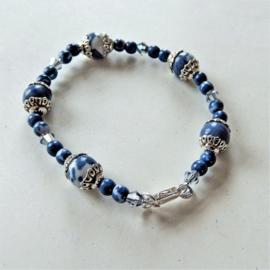Kleine armband van blauwe natuursteen en kristal (17 cm)
