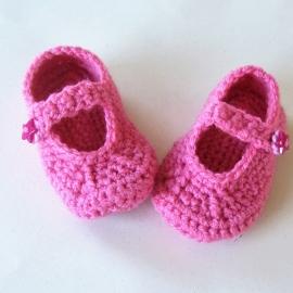 Roze gehaakte schoentjes met een enkelbandje voor maat 74
