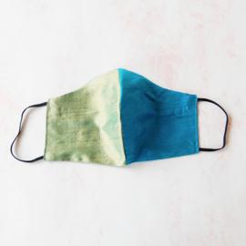 Olijfgroen/blauw mondkapje van ruwe zijde (double face) en zwart elastiek