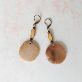 Oorbellen van parelmoer en brons (7 cm lang)