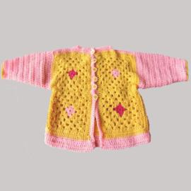 Roze met geel jasje van granny squares in maat 74