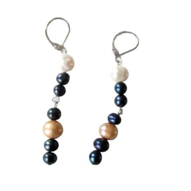 Lange oorbellen met zwarte, witte en goudkleurige zoetwaterparels