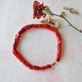 Halsketting van rood bamboekoraal met slot van sterling zilver (48 cm lang)