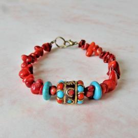 Armband van oud rood koraal met turkoois en Tibetaanse kraal (20,5 cm lang)