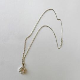 Dunne verzilverde ketting met hanger van kristal met strass (wijdte 46 cm)