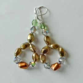Ringen van goudkleurige kralen en kristal