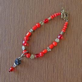 Armband van rood glas (21 cm lang)