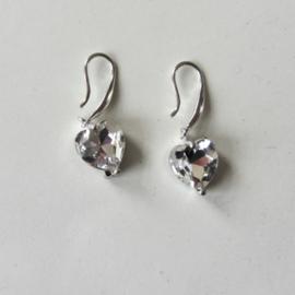 Zilveren oorbellen met glimmend hartje van acryl