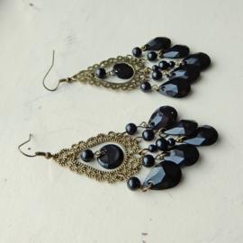 Bohemian oorbellen van brons met hangertjes van acryl (8 cm lang)
