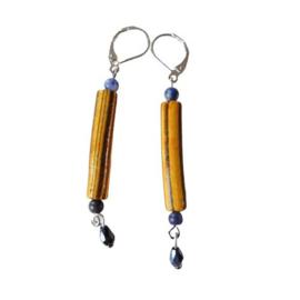 Gele staven van steen met lapis lazuli en kristal