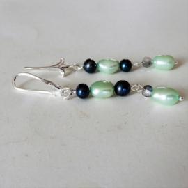 Oorbellen van groene en zwarte zoetwaterparels met kristal