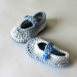 Gehaakte blauw met witte schoentjes voor maat 62-68