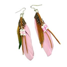 Roze veren met kraaltjes (ongeveer 8 cm)