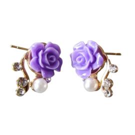 Oorstekers met lila roosjes, pareltje en strass