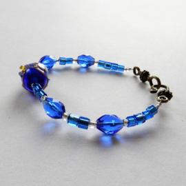 Armband van blauwe glaskralen en Muranoglas  (20 cm lang)
