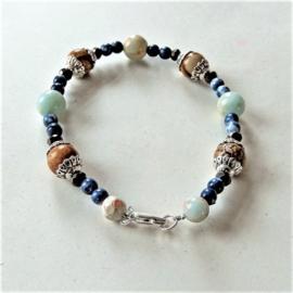 Armband van bruine jaspis, slangenhuidsteen en blauwe natuursteentjes met kristal (19 cm)