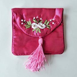 Donker-roze tasje van Chinese zijde (10 x 9 cm)