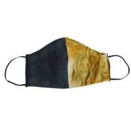 Zwart/goud mondkapje (double face) van cool wool met zwart elastiek