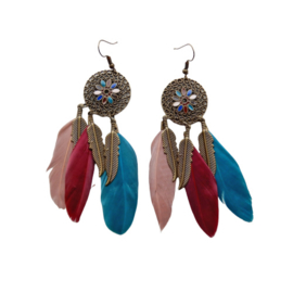 Drie kleuren veren aan hangers van brons (10 cm)