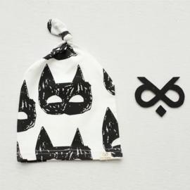 Muts van zacht tricot katoen met poezenkopjes voor maat 62-68