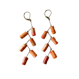 Oorbellen van oranje-bruin hout (8,5 cm lang)