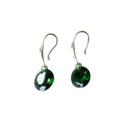 Zilveren oorbellen met groene hanger van acryl