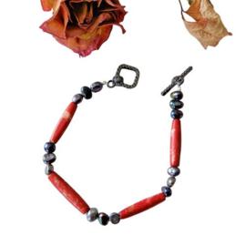 Armband van rood keramiek met zwarte zoetwaterparels (21,5 cm lang)