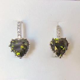 Zilveren oorhangers met groene steen en 5 kleine strass-steentjes