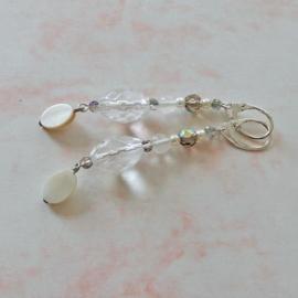 Kristal en acryl met parelmoer hanger (8 cm lang)