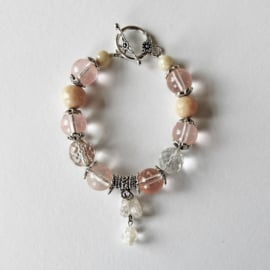 Armband van oud-roze glas en kristal (20 cm lang)
