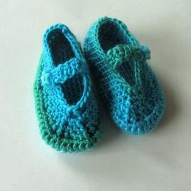 Groenblauwe gehaakte schoentjes voor maat 68-74