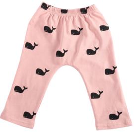 Roze broekje met walvissen van zachte tricot katoen in maat 68-74 en 80-86