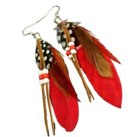 Rode veertjes met kralen (ongeveer 8 cm lang)