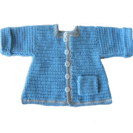 Blauw jasje met een zakje in maat 74