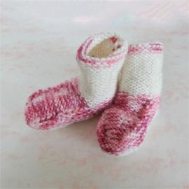 Gebreide sokjes in roze met wit (maat 62-68)