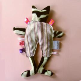Zwartwitte kat met gestreepte pyjama (droomkussentje)