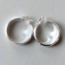 Volle zilveren oorringen met een doorsnede van 3 cm