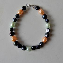 Zwarte, groene en oranje zoetwaterparels (17,5 cm)