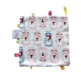 Knuffeldoek met poezen, gevoerd met witte badstof