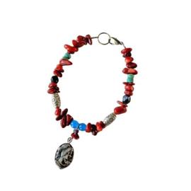 Armband van oud koraal met glaskralen en metaal (19,5 cm lang)