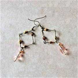 Oorbellen van brons met roze en goudkleurig kristal (9 cm lang)