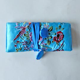Sieradenrol van lichtblauwe Chinese zijde