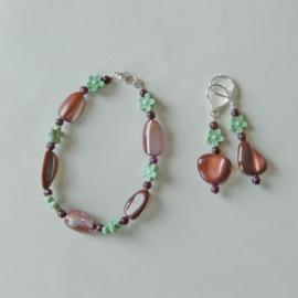 Armband en oorbellen van parelmoer met pareltjes en kristal  (19 cm lang)